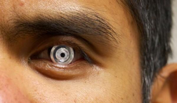 La lente a contatto con zoom 2,8x regolabile da chi la indossa