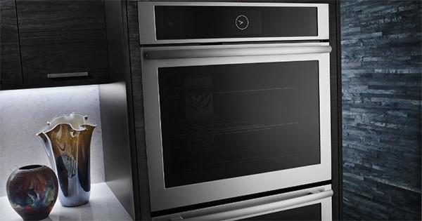 Il forno connesso di Jenn-Air, che si controlla da un'applicazione mobile