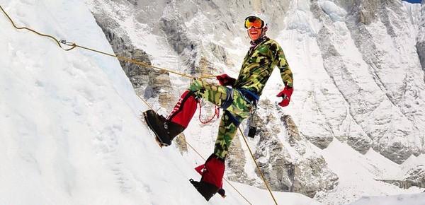 Dan Fredinburg durante una scalata