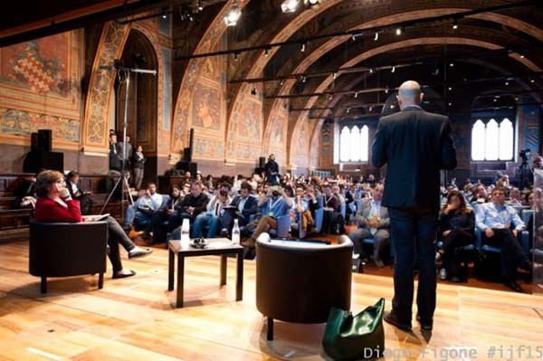 Andy Mitchell, responsabile delle media partnership di Facebook, ieri al festival di Perugia ha parlato di come il social network lavora con le testate giornalistiche per migliorare l'approccio degli utenti.