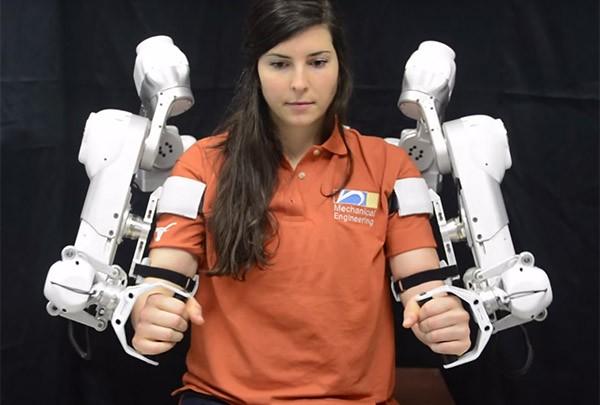 L'esoscheletro robot per la riabilitazione progettato da un team della  Cockrell School of Engineering