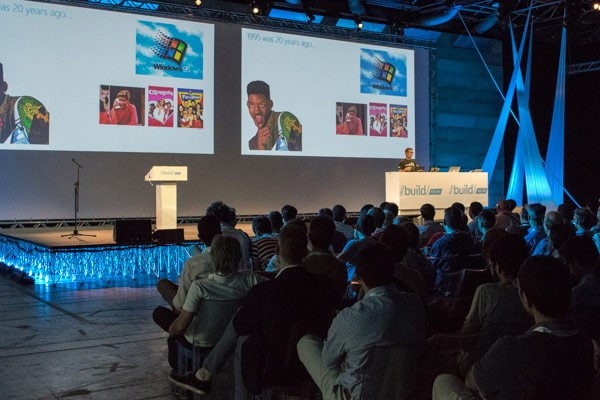 Il palco della tappa milanese del tour Build 2015 organizzato da Microsoft per gli sviluppatori italiani