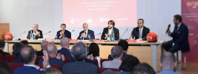Il sindaco Pisapia presenta lo scooter sharing enjoy