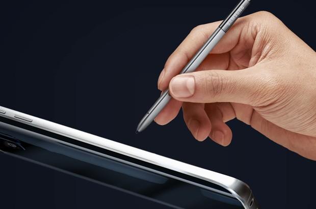 Il pennino S Pen fornito in dotazione con il phablet Samsung Galaxy Note 5