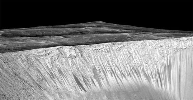 """Le """"recurring slope linae"""" sulla superficie di Marte"""