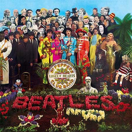"""La copertina di """"Sgt. Pepper's Lonely Hearts Club Band"""" dei Beatles (1967): il volto di Albert Einstein è sopra la spalla destra di John Lennon"""
