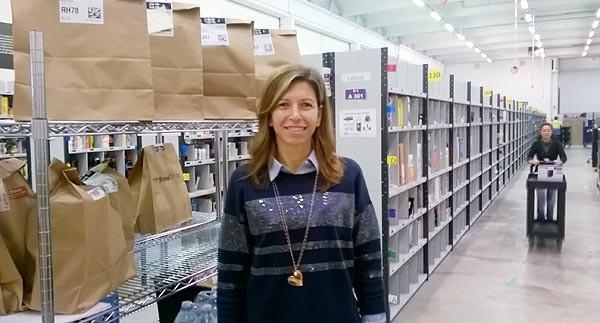 Simona Sisca è la operation manager di Prime per Amazon Italia. Quello di Milano si chiama UIT1 (Urban, Italia, 1), cioè il primo, ma sicuramente non resterà l'unico. Impegnata dal 1° giugno in questo progetto, è in Amazon già ai tempi del primo centro MXP1 (2011). Il suo compito attuale è sviluppare la particolare forma di commercio elettronico: la spesa, anche di prodotti freschi, consegnata in città nell'arco di un'ora.