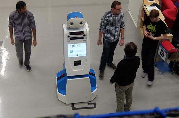 Spencer è il robot che aiuta i passeggeri all'Schiphol Airport di Amsterdam