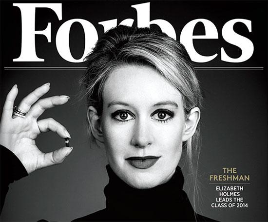 Elizabeth Holmes sulla copertina di Forbes, con il dispositivo Edison per l'analisi del sangue