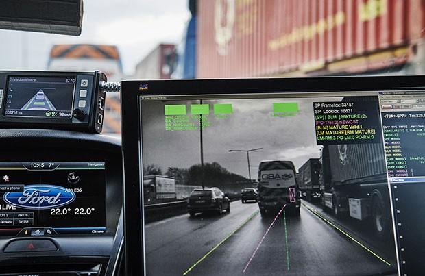 La tecnologia Traffic Jam Assist di Ford