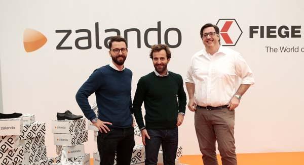 Stradella, 15 dicembre 2015. Da sinistra: Giuseppe Tamola, Christoph Stark, vice presidente di Zalando Logistica, Alberto Birolini, business manager di Fiege Italia.