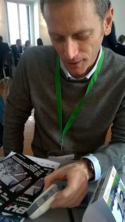 Come un incidente in bicicletta può darti un'idea di startup. Riccardo Ricci ha convinto la giuria col suo dispositivo, che ha un costo affrontabile, può piacere a diversi tipi di clienti, ed è utile collegandosi a qualunque cellulare via bluetooth.