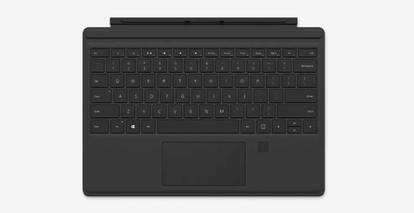 Microsoft, la Type Cover con lettore di impronte arriva in Italia