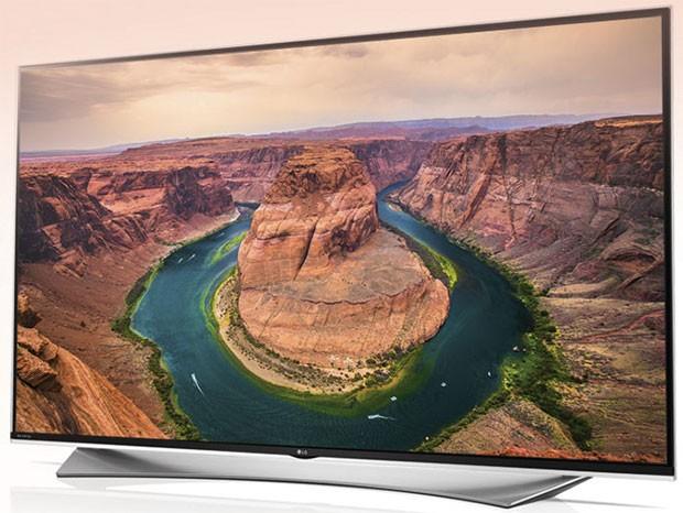 Il televisore 65UF950V con pannello da 65 pollici, piattaforma smart webOS 2.0, supporto al 3D e sistema audio Harman Kardon