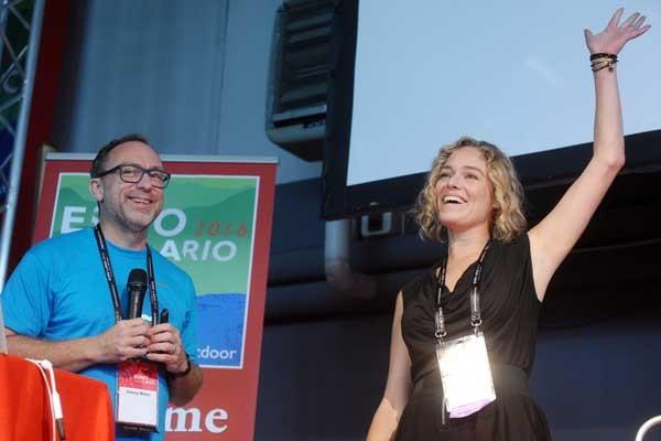 Durante la cerimonia inaugurale di Wikimania 2016 Jimmy Wales ha annunciato la candidatura di Katherine Maher come nuove direttrice della Wikimedia Foundation. Il board riunitosi quello stesso giorno a Esino Lario ha votato e approvato la nomina.