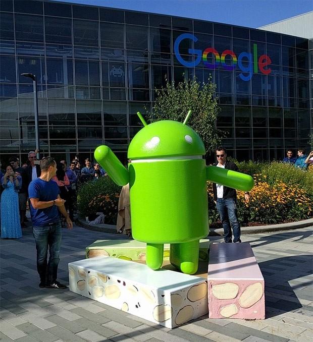 La statua di Android N nel quartier generale di Google a Mountain View