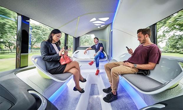 L'interno del Future Bus a guida autonoma progettato da Mercedes-Benz e basato sulla tecnologia CityPilot