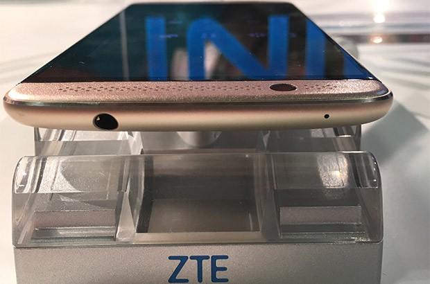 ZTE Axon 7 mini (1)
