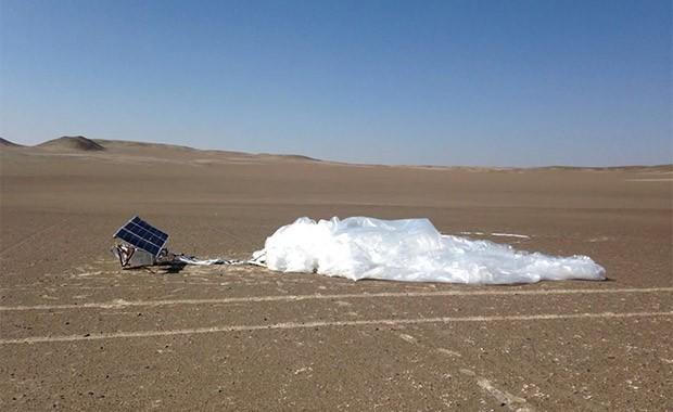 Un pallone aerostatico di Project Loon dopo l'atterraggio, in una zona deserta, al termine dei test