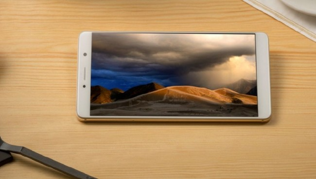 ZTE Axon 7 Max, phablet con display Naked 3D