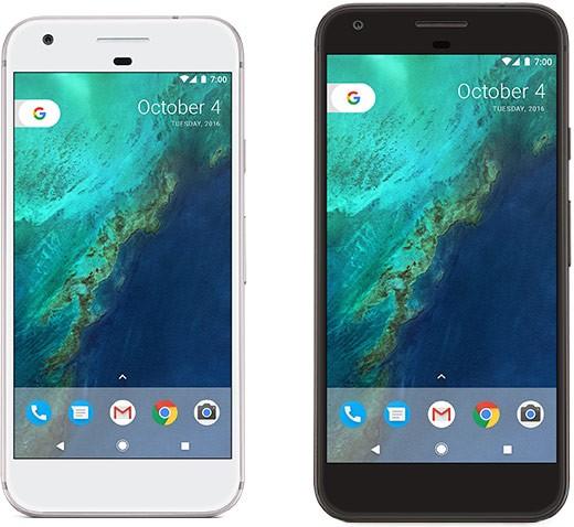 La versione bianca dello smartphone Google Pixel (a sinistra) e quella nera del modello Google Pixel XL (a destra)
