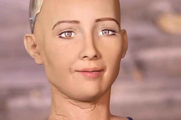Una delle espressioni facciali del robot Sophia