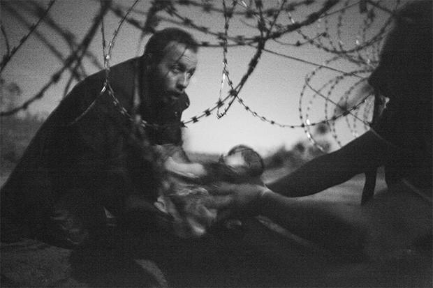 La foto di Warren Richardson, vincitore dell'edizione 2016 del World Press Photo