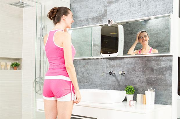 Lo specchio intelligente HiMirror