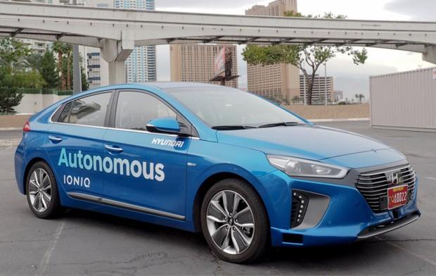 La Hyundai Ioniq equipaggiata con tecnologia self-driving mostrata a Las Vegas