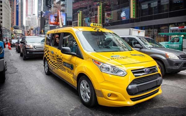 Il modello di taxi ibrido sperimentato da Ford.