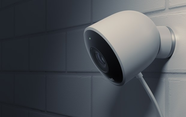 La videocamera Nest Cam Outdoor per la sorveglianza degli ambienti esterni