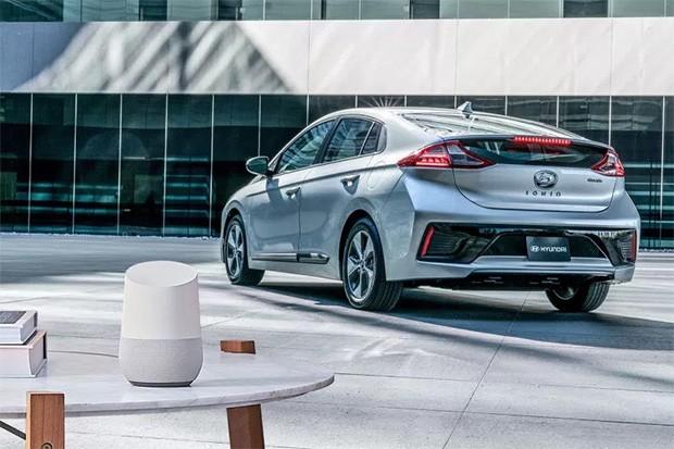 L'interazione tra lo smart speaker Google Home e la vettura Hyundai Ioniq