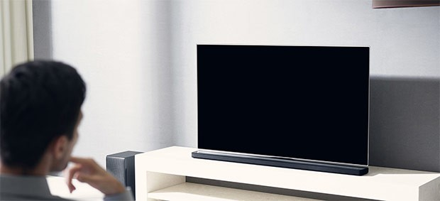 La soundbar LG SJ8 con sistema Chromecast built-in per lo streaming dei contenuti audio in modalità wireless
