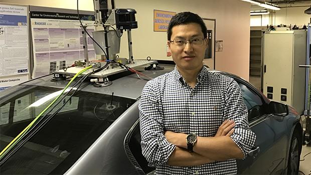Xuewei Qi, ricercatore della University of California Riverside al lavoro sul progetto