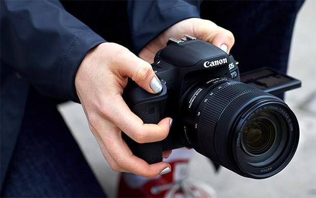 Il design della nuova fotocamera reflex Canon EOS 77D