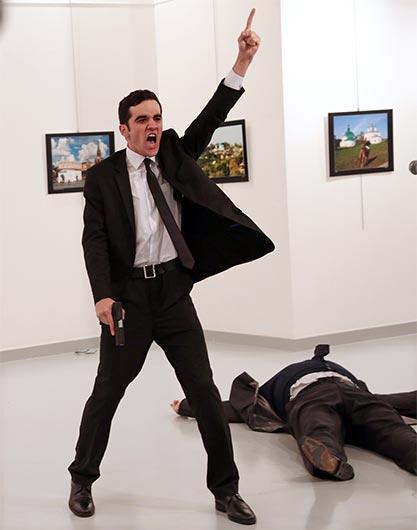 L'immagine che ha vinto il World Press Photo of the Year è stata scattata da Burhan Ozbilici di Associated Press