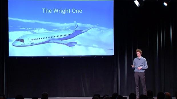 Jeff Engler, co-fondatore di Wright Electric, sul palco dell'eventoY Combinator Demo Day