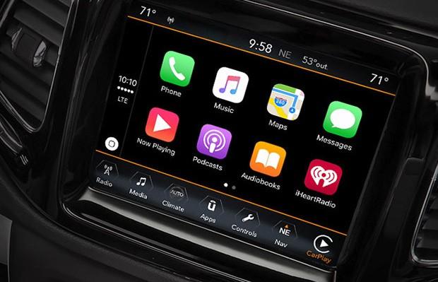 Il sistema di infotainment della Jeep 2017 Compass supporta sia Android Auto che Apple CarPlay