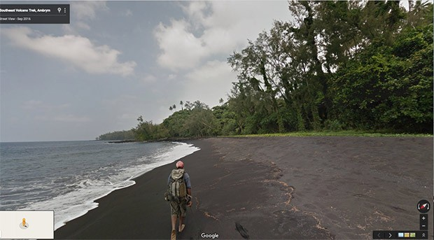 Passeggiando su una delle spiagge incontaminate di Ambrym