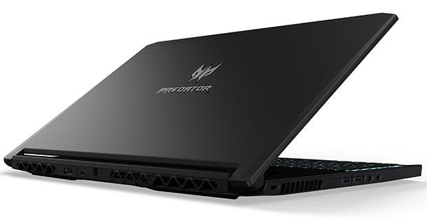 Il telaio nero del notebook conferisce all'Acer Predator Triton 700 un design snello e minimalista