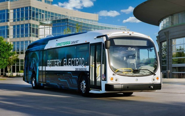 Il bus elettrico di Proterra equipaggiato con sistema di guida autonoma durante la fase di test condotta a Reno (Nevada)