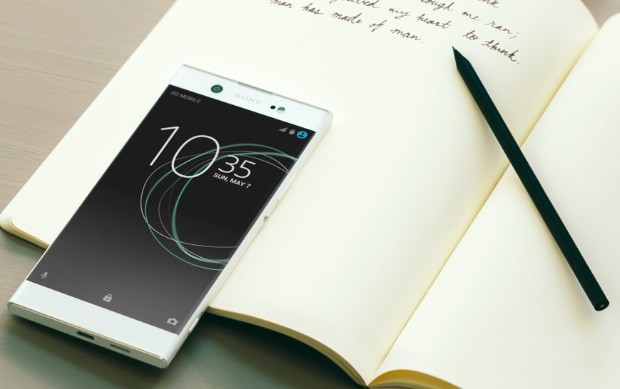 Il design del phablet Sony XA1 Ultra nella sua colorazione bianca