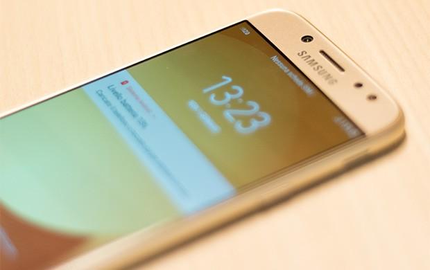 Samsung Galaxy J5 (2017): la fotocamera frontale è affiancata dal flash LED