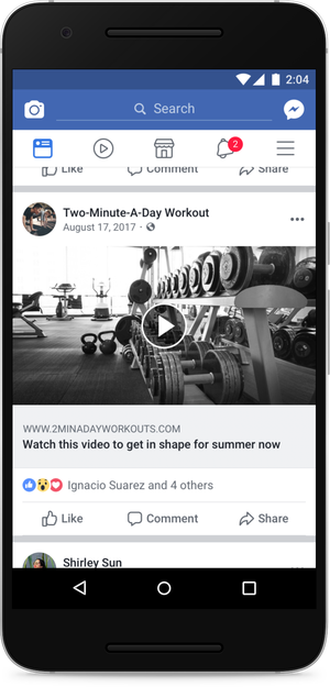 Post su Facebook con un fake play button.