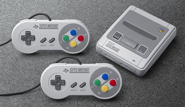 SNES Mini e i due controller forniti in dotazione con la console