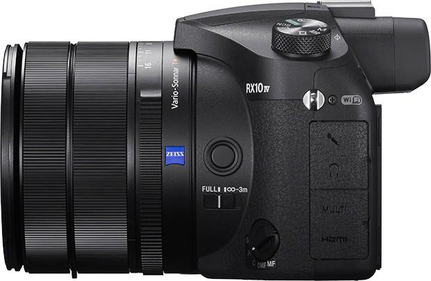 Il design della fotocamera Sony RX10 IV