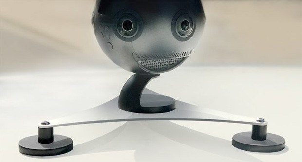 La videocamera Insta360 Pro posizionata sul supporto RIDIC che permette di installarla sul tetto di un veicolo