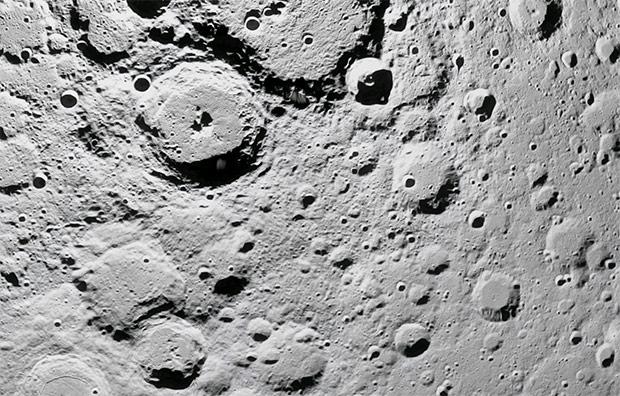 Un dettaglio della superficie della Luna su Google Maps