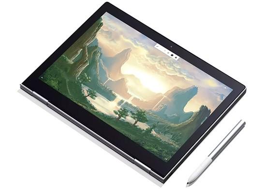 Il design di Google Pixelbook, con a fianco il pennino per l'interazione a mano libera con il display touchscreen