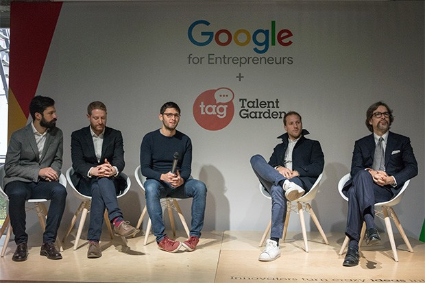 Davide Dattoli, fondatore e CEO di Talent Garden, con gli ospiti dell'evento